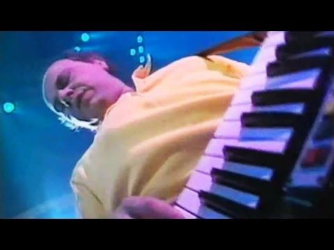 Jan Hammer rocks out with his Fairlight and Yamaha KX5 remote keyboard on BBC Rock School series 2 from 1987
