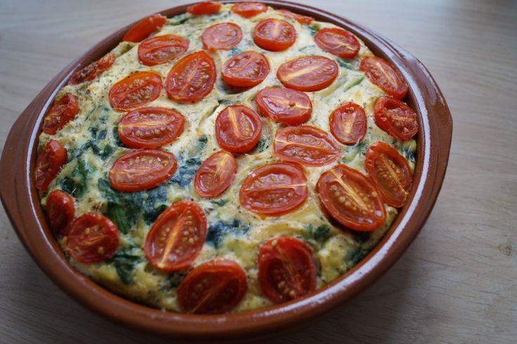 Hartige taart zónder korst. Ontzettend luchtige hartige taart met spinazie, feta en tomaat