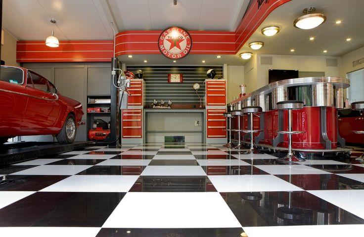 Обустройство гаража своими руками: открываем мужские секреты http://happymodern.ru/muzhskie-sekrety-obustrojstvo-garazha/ Черно-белая плитка в шахматном порядке отлично подойдет для пола вашего гаража