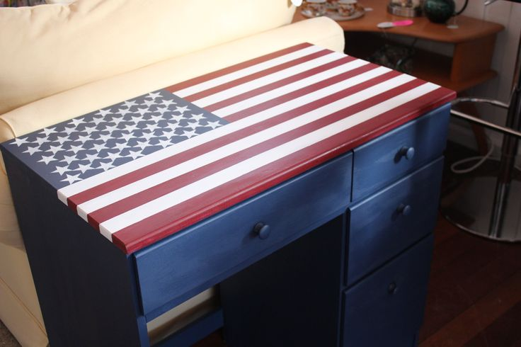 This 4 drawer youth desk with chair adorns a hand painted American flag as the desk top.