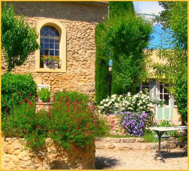 Ferienwohnung Provence Privat - Bastide Chante Duc | Ferienhäuser ... Schlichtes Sauna Design Holz Seeblick
