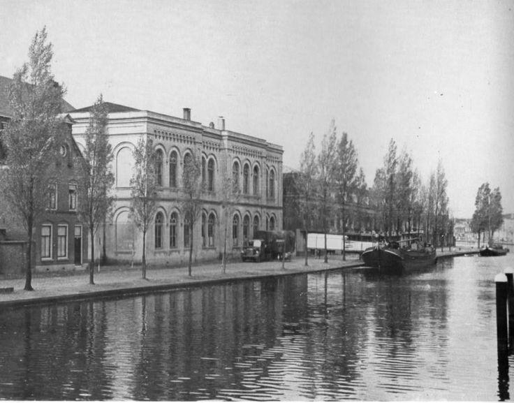 De Ambachtsschool op de Houtmansgracht. In 1954 werd dit gebouw gesloopt en kwam er een politiebureau.