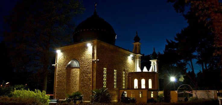 Shah Jahan Mosque Night View - [840x400] http://ift.tt/2grIbua