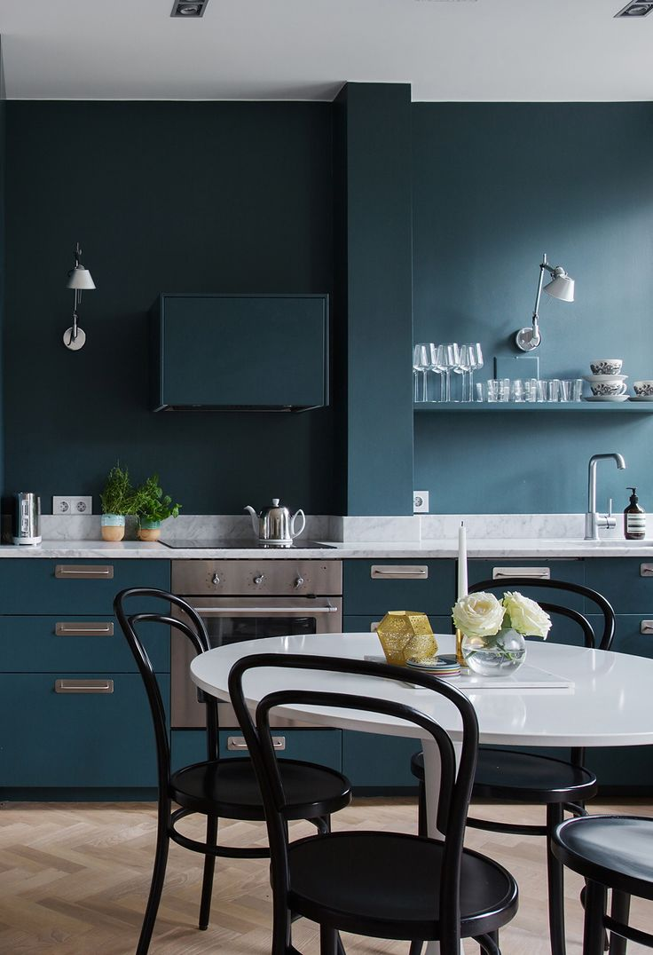 69 best cocinas azules images on pinterest kitchen kitchen bold kitchen color matching cabinets and wall color