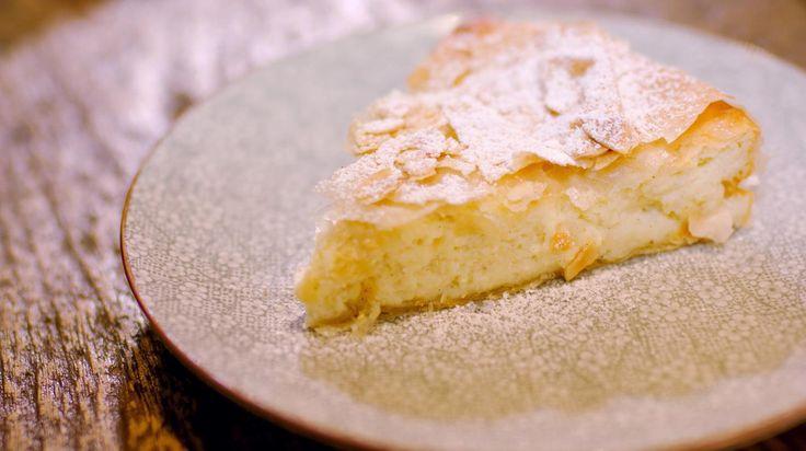 Mascarpone en ricotta vormen de basis van deze kaastaart die gebakken wordt in de oven. Door er limoensap en –zeste aan toe te voegen wordt ze lekker fris