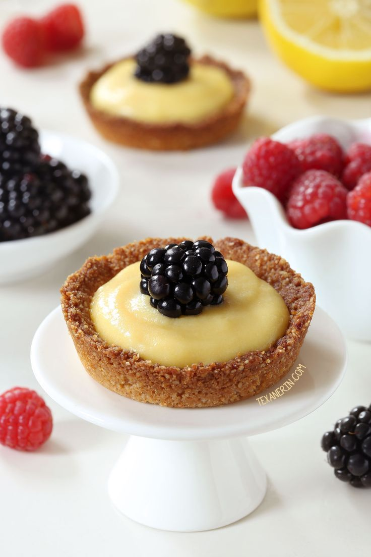 These paleo mini lemon tarts have an easy press-in crust and are totally honey-sweetened. You don't see me posting too many pies or tarts around…