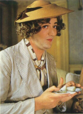 """Stephen Fry disguised as a female American Author:    Jeeves and Wooster - """"The Delayed Arrival"""""""