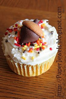 cupcake with acorn made from Hershey's kisses, mini Nilla wafers, and mini chocolate or peanut butter chips...soooo cute!