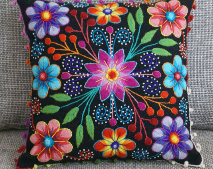 Your place to buy and sell all things handmade Housses de coussin coussin brodé laine de mouton & alpaga Mexican Embroidery, Floral Embroidery, Embroidery Stitches, Embroidery Patterns, Hand Embroidery, Embroidered Cushions, Embroidered Flowers, Peruvian Textiles, Wool Applique