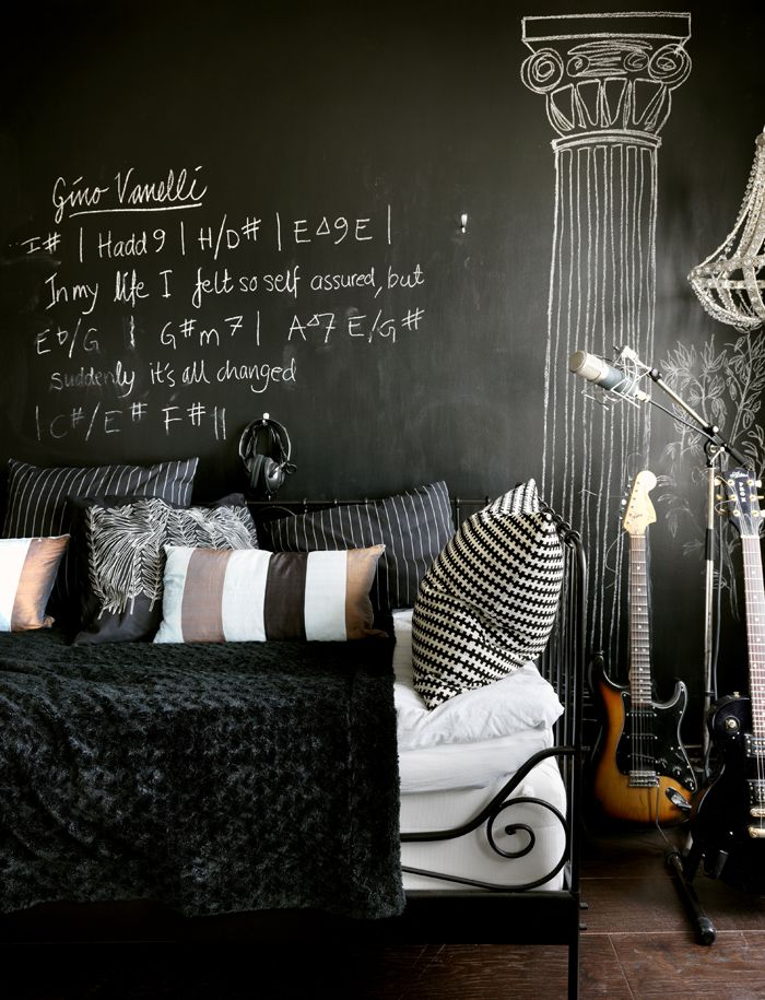 Sköna hem: Wall Art, Chalkboards Paintings, Interiors Design, Chalk Wall, Chalk Boards, Black Bedrooms, Chalkboards Wall, Black Wall, Chalk Art