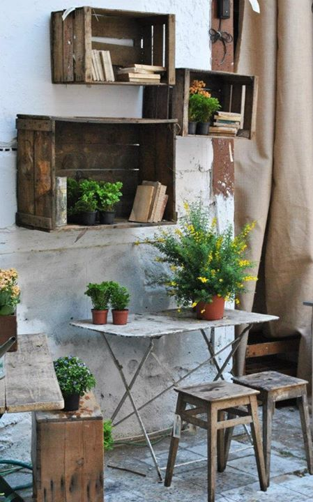 Repurposing Ideas for Outdoor Room Decor • Tips and Ideas! Love these old wooden crates filled with plants and books.