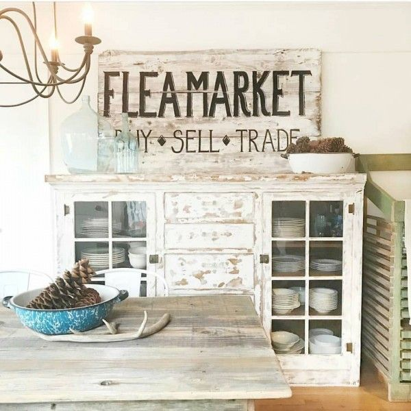 Vintage signs can make or break #farmhouse decor. In this case it works perfectly. Love it! #homedecor @istandarddesign