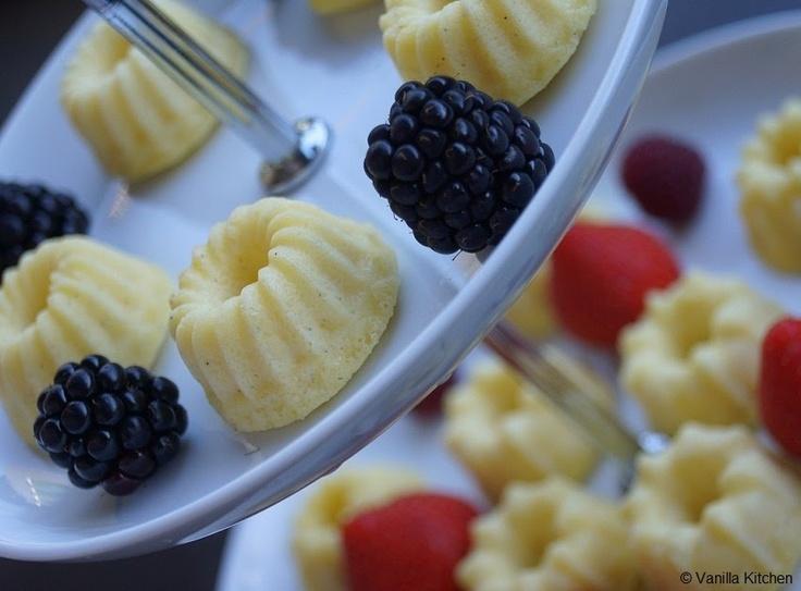 (no) plain Vanilla Kitchen: Mini-Quarkgugelhupfe mit weisser Schokolade und Vanille