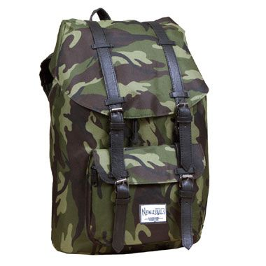 Camouflage rugtas  Neem je spullen mee naar school in deze stoere Camouflage-rugzak. Deze tas is gemaakt van duurzaam materiaal en is voorzien van verstelbare schouderbanden.  EUR 19.99  Meer informatie
