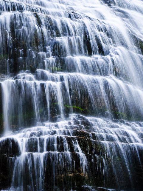 世界遺産 イベリア半島のピレネー山脈のペルデュ山(スペイン側)の滝。