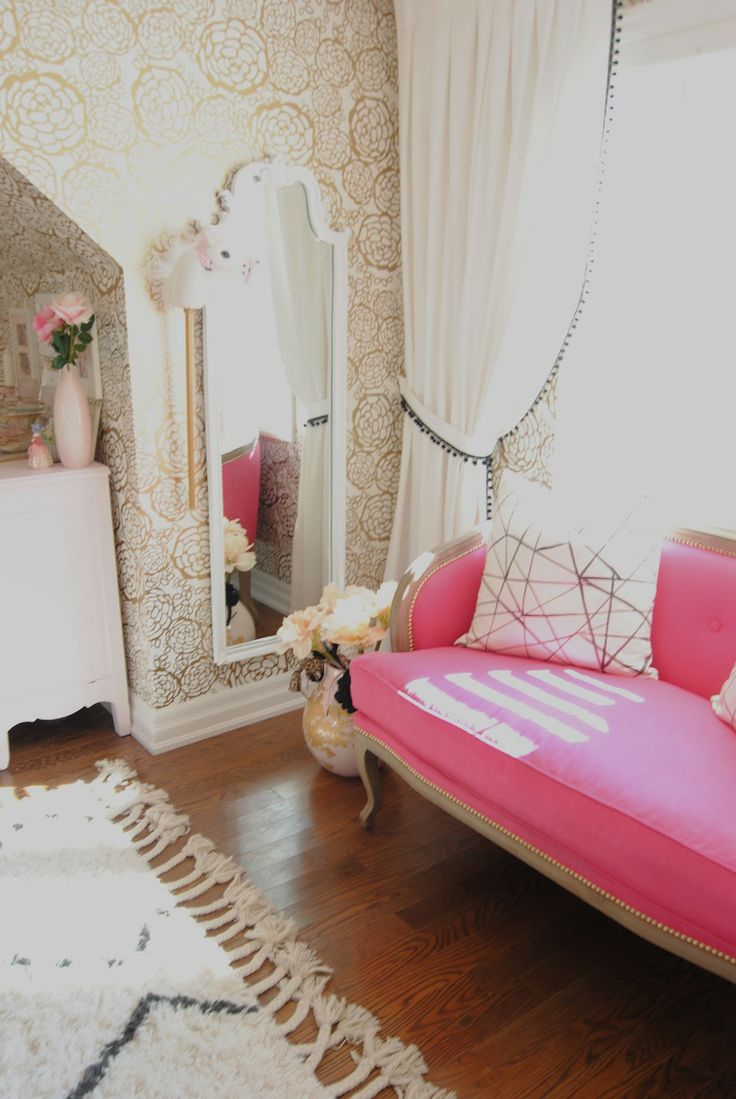 Pink french settee and gold wallpaper interior for Gold bedroom wallpaper