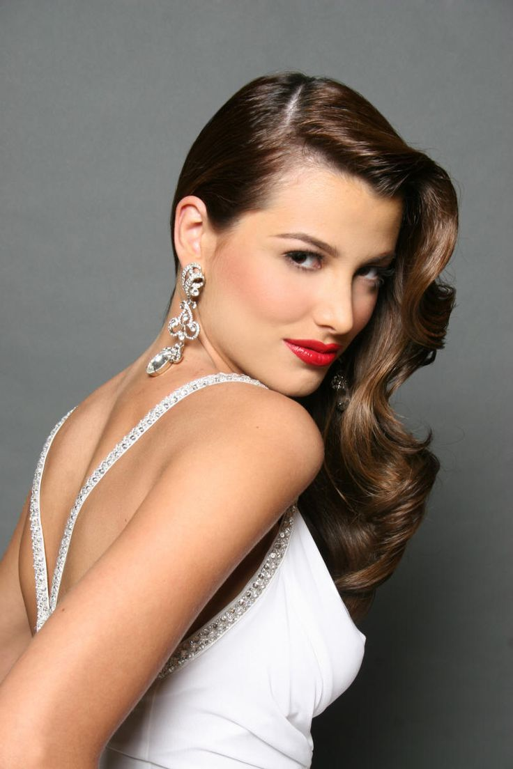 Retro glam hair look from Miss Universe Stefania Fernandez