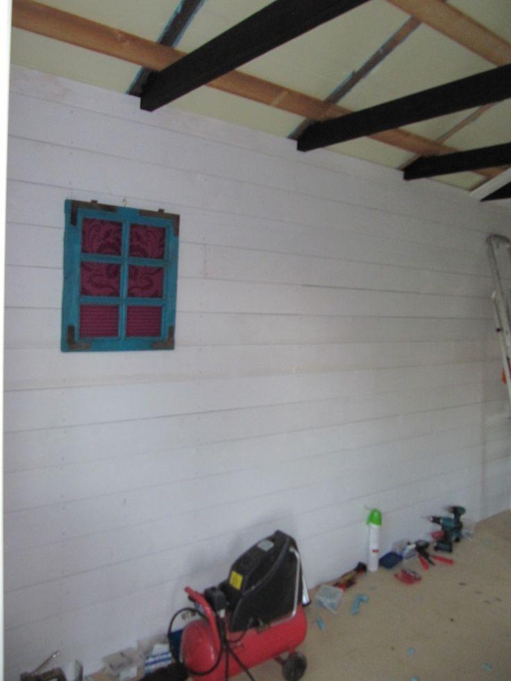 Kattoparrut maalattu ja taulua jo seinään!