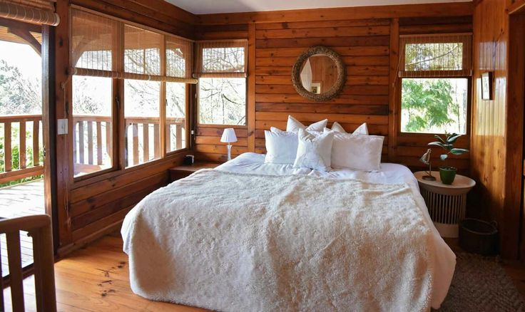 Second bedroom with en-suite balcony with views of the waterfall