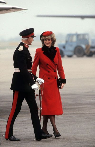 22 MARCH 1984 PRINCESS DIANA WEAVES A SPECIAL MAGIC ON A DAY VISIT TO T.W. KEMPTON IN LEICESTER