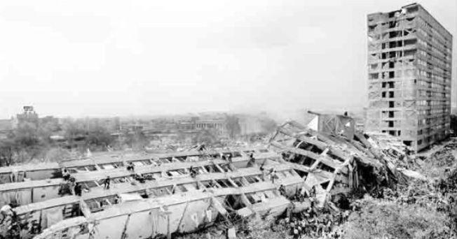 """La Ciudad de México se encuentra ubicada en una zona sísmica, por llo que es preciso tomar algunas medidas para estar """"listos"""" en caso de que se presente un temblor, como el que ocurrió el 19 de septiembre de 1985 que cobró la vida (extraoficialmente) de más de 10 mil personas."""