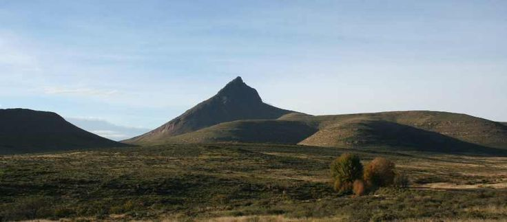 The highest peak in the Eastern Cape is Compassberg, nearly 2500m the mountain looms over the town of Nieu-Bethesda, famous for art & local cuisine - a must for every visitor in the Karoo region.    For more info visit http://www.karoopark.co.za/nieu-bethesda.html#      #VisitSA #VisitSouthAfrica #ProudlySA #ILoveMyCountry