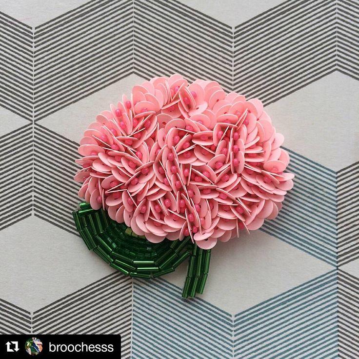 ЛУЧШИЕ УКРАШЕНИЯ ручной работы в Instagram: «#Repost @broochesss with @repostapp ・・・ Повтор розовой гортензии , СВОБОДНАЯ БРОШЬ ‼️‼️‼️ Цена : 700 ₽ + доставка…»