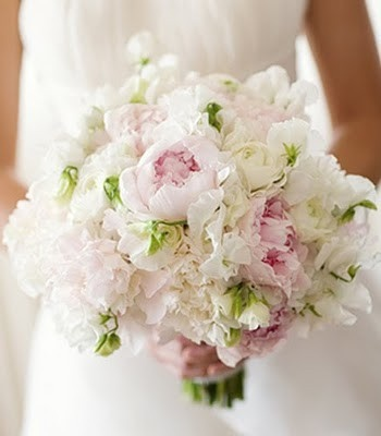 Blush Colors And Favorite Flowers Is It Possible To Make Something Like This Trail A Cake Flowersbridal Flowerssweet Pea
