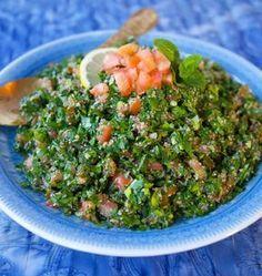 Tabouli är en underbar sallad med sitt ursprung från Libanon. Full med persilja, tomat citron och bulgur. Fräsch och syrlig sallad som är en riktig smakförhöjare till de flesta maträtter!