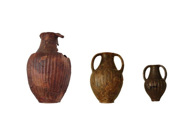 """Anfore a impasto di tipo """"Alfedena"""", databili tra la fine del VI secolo a.C. e la prima metà V secolo a.C."""