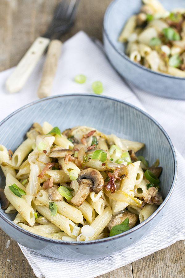 Pasta met witlof, champignons en bosuitjes