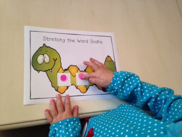 Stretching Sounds in words - Mrs Jumps class by using a magnetic wand!