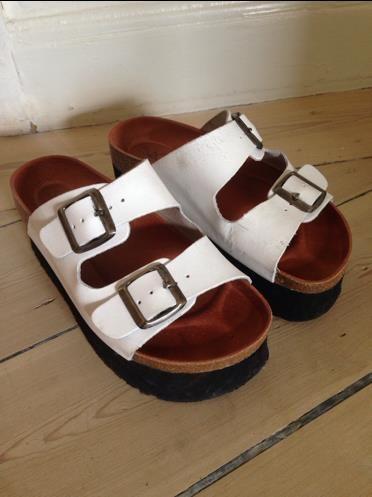 Annons på Tradera: Flatforms/sandaler platå Sixtyseven 35 (platåskor,hipster) liknande birkenstock