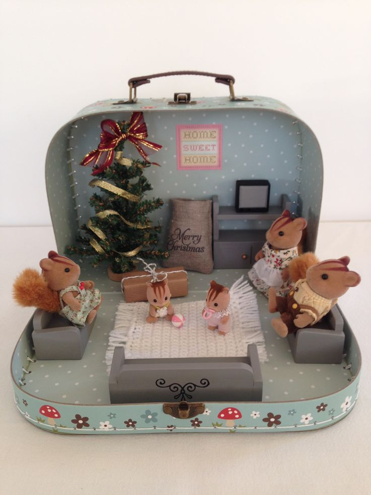 Sylvanian Families Christmas House. For lots more lovely ideas, gifts and inspiration take a look at 'The Hopping Robin' on Etsy, Instagram and Facebook.