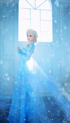 Amazing Elsa Cosplay. Click through for more