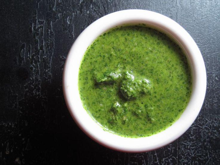 La salsa verde è una classica ricetta della cucina italiana, perfetta per accompagnare il bollito e altri deliziosi piatti di carne.