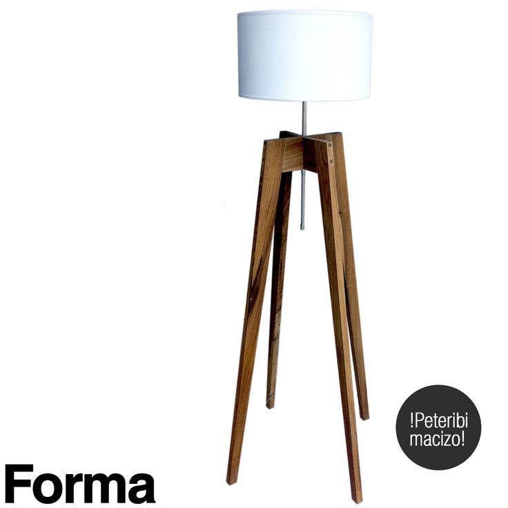 Lámpara de pie diseñada explusivamente por Forma en madera maciza.
