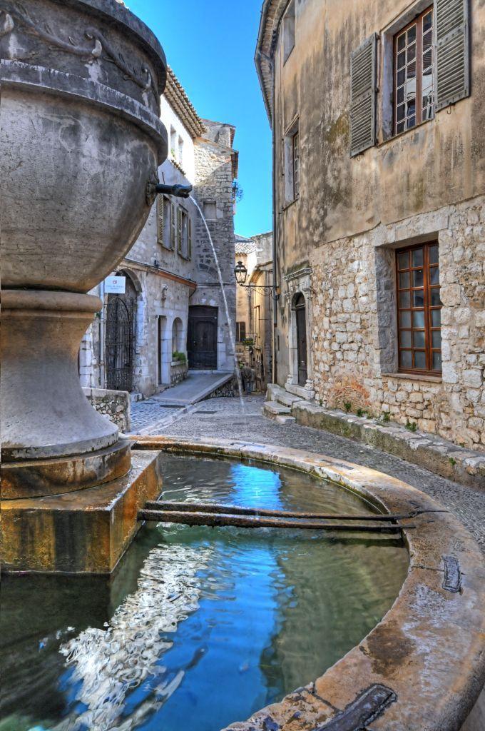 La Grande Fontaine au coeur de la rue Grande