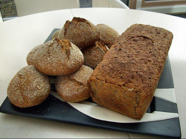 Emmer-Leinsamen-Brot u. Weizen-Dinkelbrötchen beides mit Fermentteig gebacken von  piomäuschen