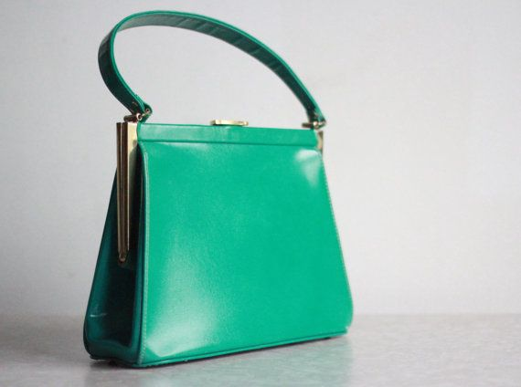 Vintage Purse . Kelly Green . Leather HandBag . 1960s