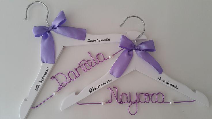 Perchas personalizadas para niñas en tonos lilas