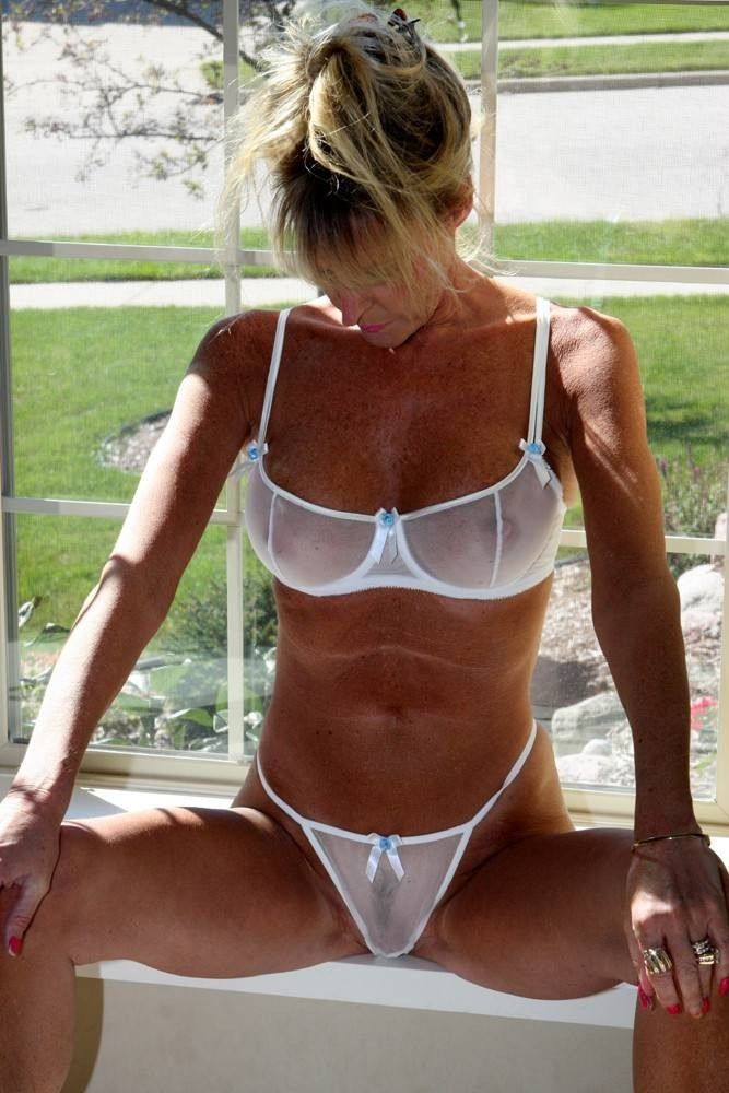 hot-older-cougar-see-thru-bra-free-gorlla-pussy-movies