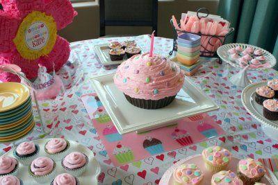 Cupcake 1st birthday: Cute Cupcakes, Birthday Parties, Cupcakes Birthday, 1St Birthday, Parties Ideas, Cupcakes Parties, Cupcakes 1St, Parties Cupcakes, Birthday Ideas