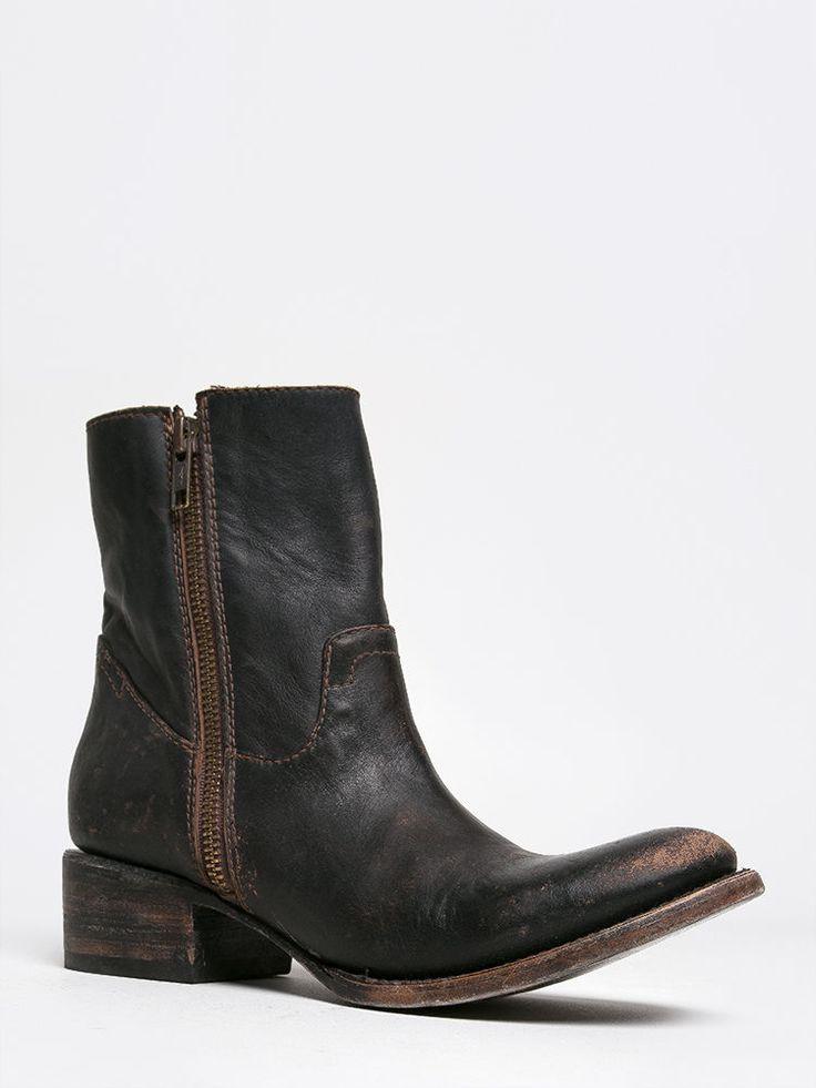 NEW FREEBIRD BY STEVEN AUSTIN WOMEN Western Distress Zipper Ankle Boots sz Black #FreebirdbySteven #CowboyWestern