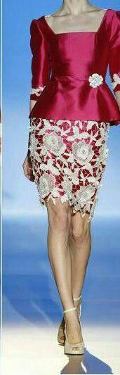 Falda floreadas y una  blusa roja
