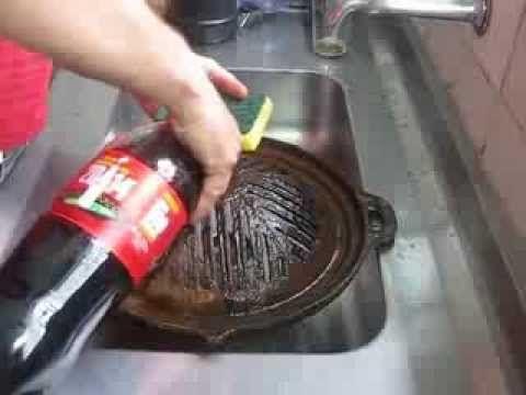 Limpando uma churrasqueira gengis khan usando Coca Cola