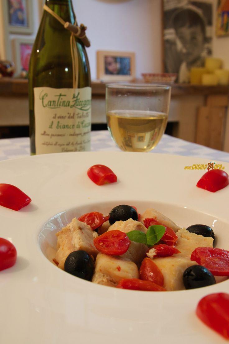 Nasello con pomodori datterini e olive nere – Bello, buono, sano e veloce FOTO e VIDEO – Ricette di Cucina