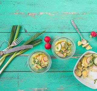 Veganer Kartoffelsalat mit Essig und Öl