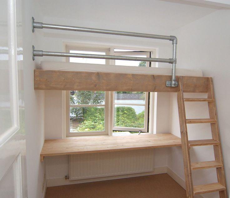 25 beste idee n over kleine slaapkamer op zolder op pinterest slaapkamers op zolder - Bed kind met mezzanine kantoor ...
