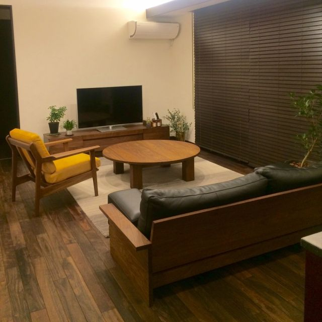tajiさんの、Lounge,観葉植物,ドライフラワー,シンプル,ウッドブラインド,ウォールナット,マスターウォール,masterwal,コンテスト参加,花のある暮らし,無垢材の床,連投失礼します,ハグみじゅうたん,植物のある暮らし,レグナテックについての部屋写真